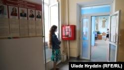 Наблюдательница на избирательном участке, Минск, 4 июля 2020 года