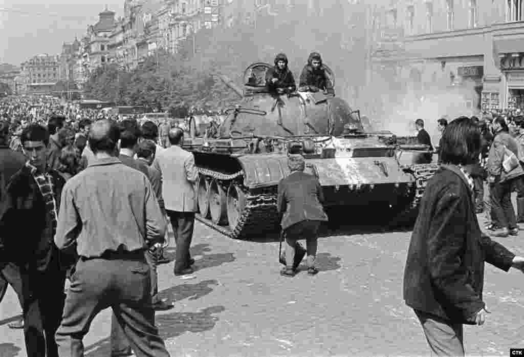 По современным данным, в ходе вторжения было убито 108 и ранено более 500 граждан Чехословакии