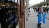 Пикеты напротив администрации президента России