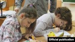 Ученицы 57-й школы в Москве