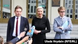 Представители Виктора Бабарико Максим Знак (слева), Мария Колесникова, Илья Салей. Минск, 14 июня