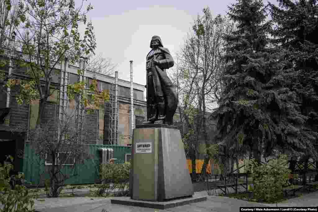 Осенью 2015 года одесситы превратили Ленина в Дарта Вейдера
