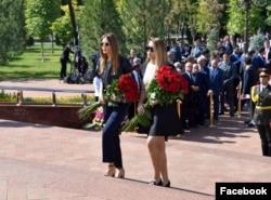 Младшая дочь Ислама Каримова (слева) Лола Каримова-Тилляева и его внучка Иман Каримова