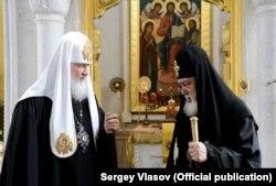 Патриарх Кирилл и предстоятель Грузинской церкви патриарх Илия II. Июль 2013 года. Фото: пресс-служба Московской патриархии