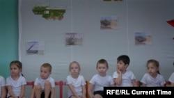"""Кадр из фильма """"Уездный город Е"""""""