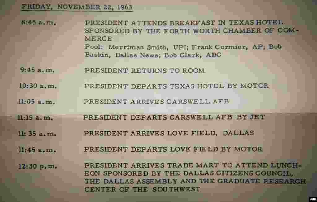 Расписание президента Джона Ф. Кеннеди, выпущенное Белым домом накануне его поездки в Даллас и Форт-Уорт. В нем говорится о планах передвижения президента в тот день между 8:45 и 12:30.