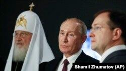 Путин, министр культуры Владимир Мединский и патриарх Кирилл