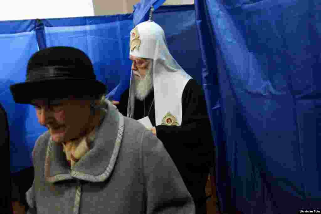 Патриарх Украинской православной церкви Киевского патриархата Филарет проголосовал на парламентских выборах в Киеве