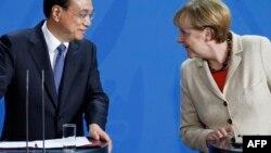 Ли Кэцян и Ангела Меркель после переговоров в Берлине