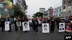 Протесты людей и родителей пропавших 43 студентов. Мехико. 20 ноября 2014