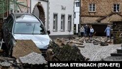 Последствия наводнения в городке Бад Мюнстерайфель