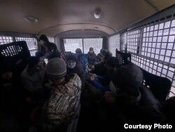 Задержанные в Москве мигранты из Таджикистана, ноябрь 2020 года