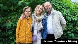 Илья Петунов с женой Ольгой и сыном Павлом