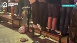 Снимают обувь, прежде чем встать на лавочку. Как протестуют белорусы