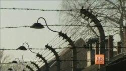 Возвращение в Освенцим: бывшая узница разыскала свой барак и детские рисунки на стене