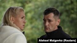 Анастасия Васильева и Олег Навальный в Омске после того, как Алексей Навальный попал в реанимацию с отравлением. Август 2020 года. Фото: Reuters