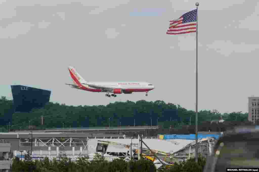 Самолет с частью обмененных россиян в международном аэропорту Даллеса в пригороде Ваинтона