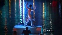 Венецианский карнавал открылся красочным шоу на воде
