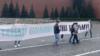 """ВМоскве задержали участников акции: они вышли на Красную площадь с баннером """"Свободу Навальному! Путина в тюрьму!"""""""