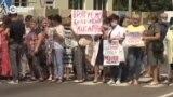 В Харьковской области медики перекрыли трассу из-за долгов по зарплате