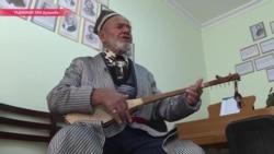 """""""Дутар всегда со мной"""": как живет последний исполнитель народного эпоса в Таджикистане"""