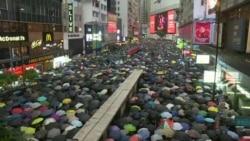 В Гонконге сотни тысяч протестующих вышли на марш, несмотря на запрет полиции