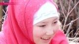 """Кыргызстан: верующие требуют школы """"только для девочек"""""""