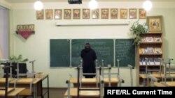 """Кадр из фильма """"Катя и Вася идут в школу"""""""