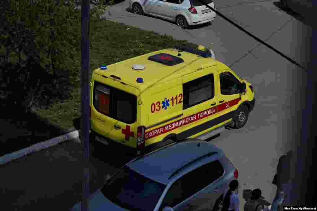 Скорая помощь около школы, где произошла стрельба