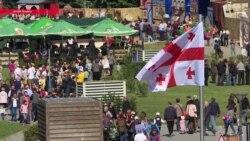 Шашлыки и вино 24 часа в сутки: столица Грузии отмечает Тбилисобу