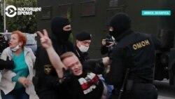 """""""Этот говнюк [ударил] девушку дубинкой!"""" ОМОН в Минске бьет людей за требования зарегистрировать независимых кандидатов в президенты"""