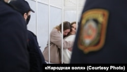 Катерина Андреева и Дарья Чульцова в зале суда