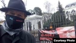 Прага. Активисты у здания российского консульства