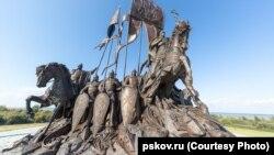 Памятник Александру Невскому в Самолве