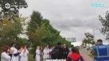 """""""Пошли со мной, поговорим пошли"""". Медики, вставшие в живую цепь в Минске, отказались уйти по призыву министра"""
