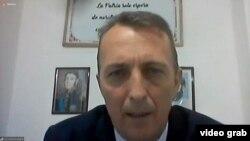 Кадр допроса по видеосвязи Фабиана Шонингера, сотрудника отдела по борьбе с наркотиками Национальной жандармерии Аргентины