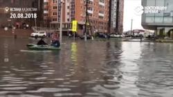 Наводнение в Астане: люди катаются на лодках по улицам