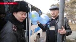В Казахстане во время Навруза задерживали людей с голубыми шариками