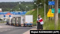 Белорусская активистка Елена Живоглод у польско-белорусской границы, 5 яюня 2021 года