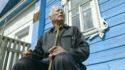 Неизвестная Россия: 93-летний ветеран 10 лет не дает канализации затопить свой дом