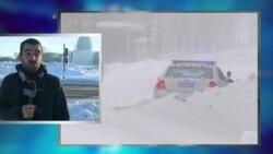 Вашингтон разгребает снег