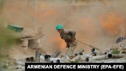 Военный из Армении во время боев в Нагорном Карабахе. 30 сентября