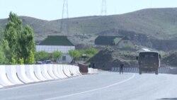 Пострадавшие из-за конфликта на кыргызско-таджикской границе уезжают из своих сел