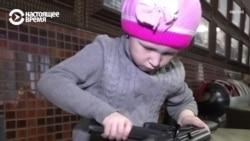 Шестилетние дети собирают автомат Калашникова
