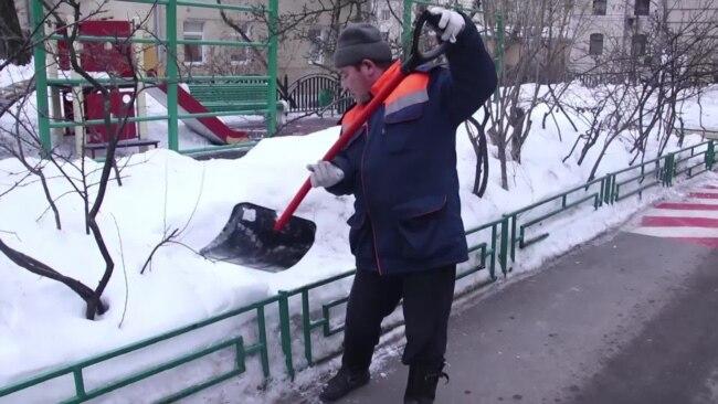 В Москве замначальника коммунальной службы проломил голову бейсбольной битой дворнику-мигранту