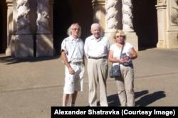 Александр Шатравка с женой и Юрий Ветохин