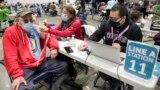 Америка: В США одобрена ревакцинация от COVID-19 для пожилых