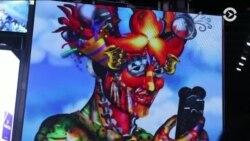 Америка: новые санкции против России и эмоджи-арт на Таймс-сквер