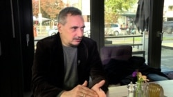 """Дмитрий Врубель о """"Братском поцелуе"""" и политическом искусстве"""