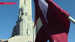 """""""Нет разницы, на какой стороне человек воевал"""". В Латвии введен единый статус для всех участников Второй мировой войны"""
